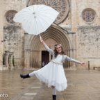 La Comunió de la Queralt, amb paraigües i botes d'aigua